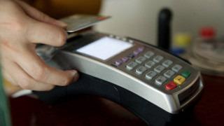 Η άρση των capital control «απειλεί» τη χρήση του πλαστικού χρήματος