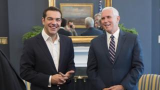 «Συγχαρητήρια» από Πενς σε Τσίπρα για την «ιστορική συμφωνία» με την πΓΔΜ