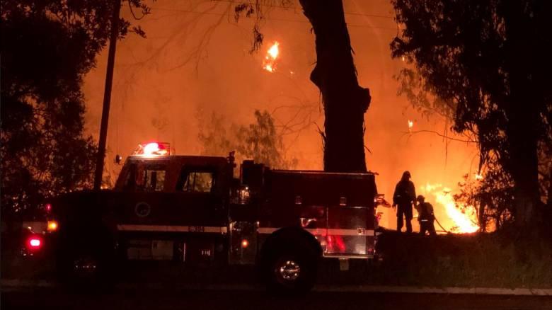 Πύρινη κόλαση στην Καλιφόρνια: Απομακρύνονται οι κάτοικοι