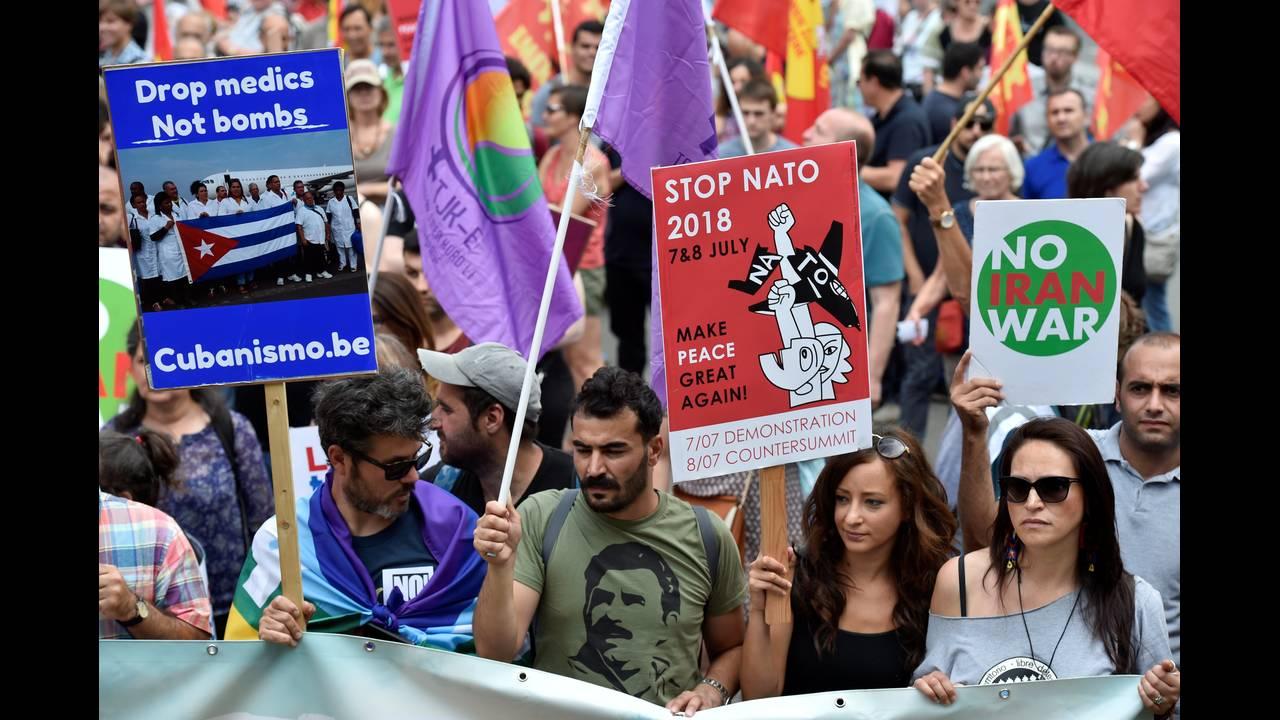 https://cdn.cnngreece.gr/media/news/2018/07/07/137783/photos/snapshot/2018-07-07T134328Z_15056623_RC126FF09F30_RTRMADP_3_NATO-SUMMIT-PROTEST.JPG