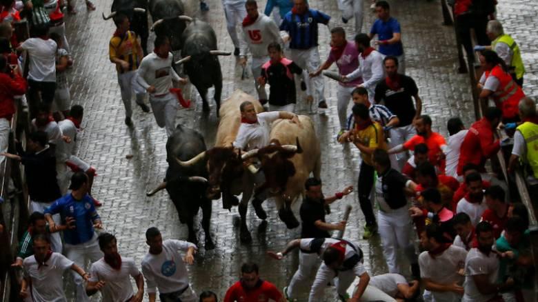 Ξεκίνησαν οι ταυροδρομίες στην Παμπλόνα - Πέντε τραυματίες στην πρώτη μέρα του φεστιβάλ
