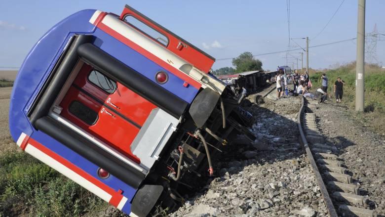 Εκτροχιασμός τρένου στην Τουρκία: Η έντονη βροχόπτωση προκάλεσε το πολύνεκρο δυστύχημα
