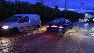 Σοβαρά προβλήματα από τις σφοδρές βροχοπτώσεις σε όλη τη χώρα