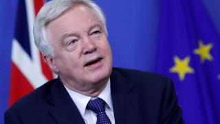 Πολιτική κρίση στη Βρετανία: Παραιτήθηκε ο αρμόδιος υπουργός για το Brexit