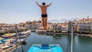 Agios Nikolaos Cliff Diving 2018: Επικίνδυνες βουτιές σε ένα μοναδικής ομορφιάς φυσικό «αμφιθέατρο»