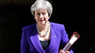 Οι παραιτήσεις υπουργών βυθίζουν τη Βρετανία σε πολιτική κρίση