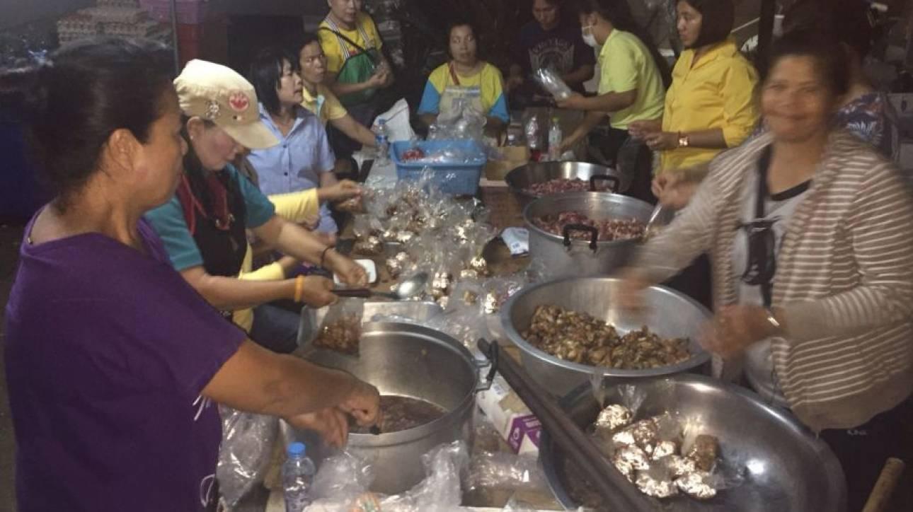 Ταϊλάνδη: Ανακούφιση και χαμόγελα ανάμεσα στους εθελοντές