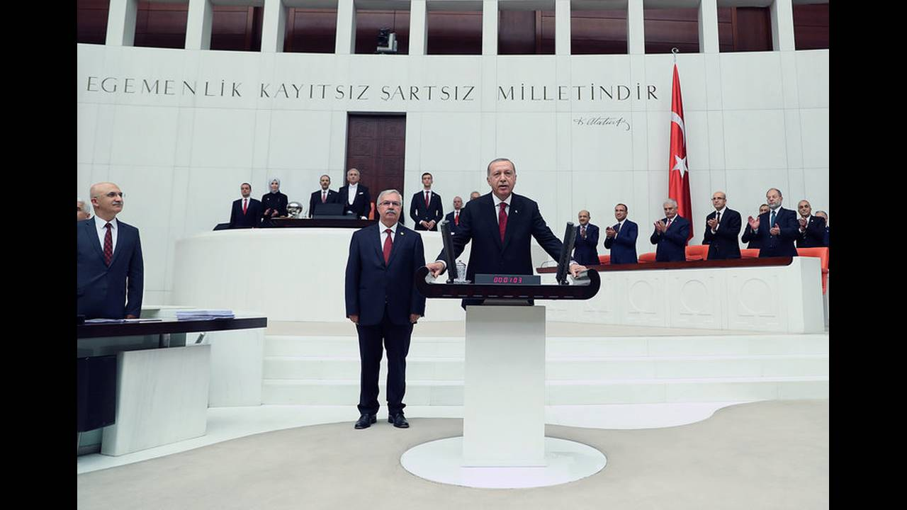 https://cdn.cnngreece.gr/media/news/2018/07/09/138035/photos/snapshot/2018-07-09T142849Z_1503377027_RC1B49130DE0_RTRMADP_3_TURKEY-POLITICS-ERDOGAN.jpg
