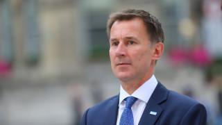 Βρετανία: Η Μέι όρισε τον Τζέρεμι Χαντ νέο υπουργό Εξωτερικών