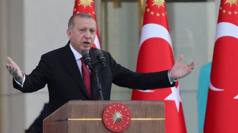 Σε ελεύθερη πτώση η τούρκικη λίρα μετά το διορισμό του γαμπρού του Ερντογάν ως υπουργό Οικονομικών