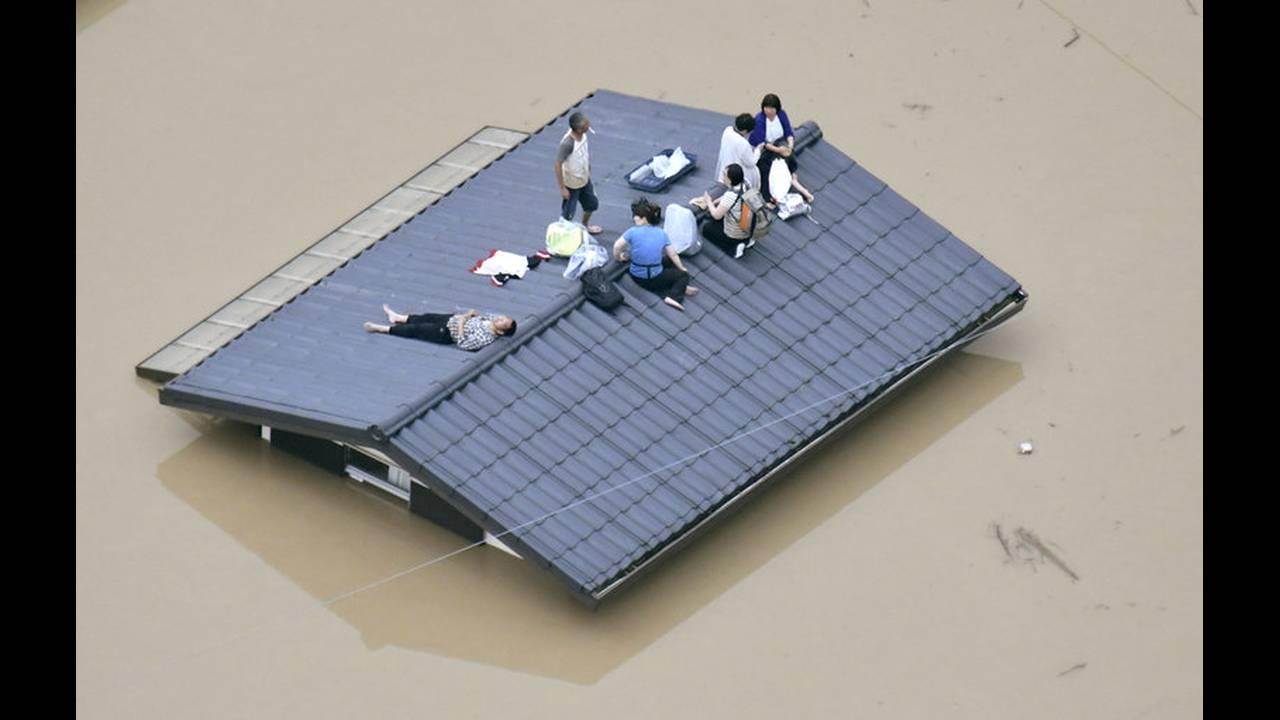 https://cdn.cnngreece.gr/media/news/2018/07/10/138053/photos/snapshot/2018-07-07T045002Z_1877065996_RC159BD9BC60_RTRMADP_3_WEATHER-JAPAN.jpg