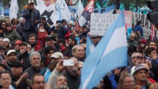 Δεκάδες χιλιάδες Αργεντίνοι διαδήλωσαν κατά του ΔΝΤ και της λιτότητας
