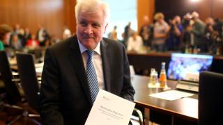Ζεεχόφερ: Αναμένω πάρα πολύ δύσκολες διαπραγματεύσεις με Ελλάδα και Ιταλία για το μεταναστευτικό