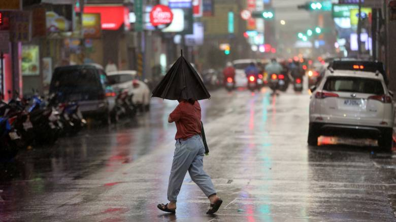 O τυφώνας «Μαρία» κατευθύνεται στην Ταϊβάν: Πάνω από 2.000 άνθρωποι έφυγαν από τα σπίτια τους