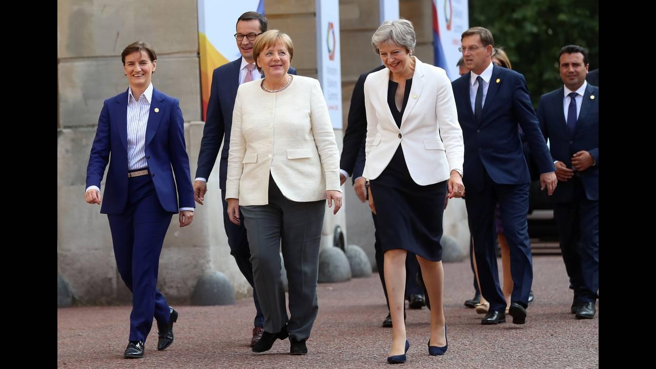https://cdn.cnngreece.gr/media/news/2018/07/10/138170/photos/snapshot/2018-07-10T172816Z_649524579_RC1851CEA600_RTRMADP_3_BRITAIN-EU-BALKANS.JPG