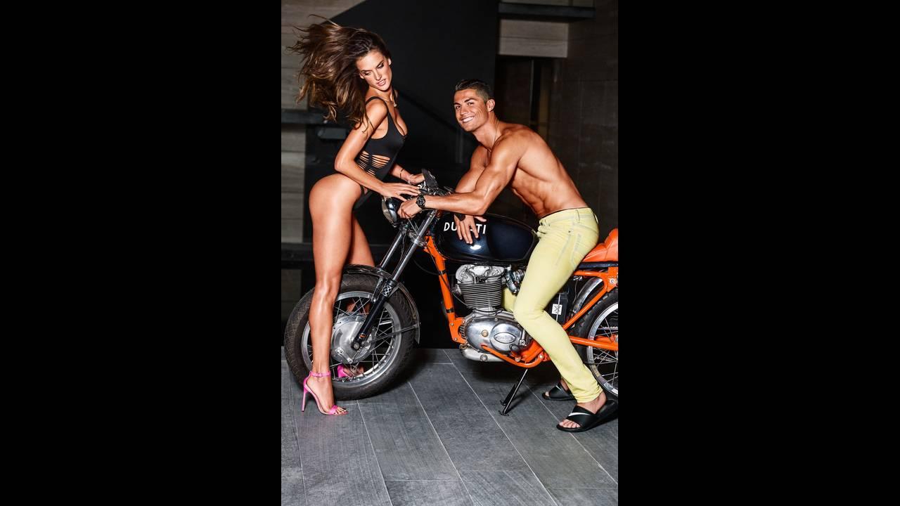 https://cdn.cnngreece.gr/media/news/2018/07/11/138201/photos/snapshot/GQ_US-February_2016-Christiano_Ronaldo-Alessandra_Ambrosio-by-Ben_Watts-06.jpg