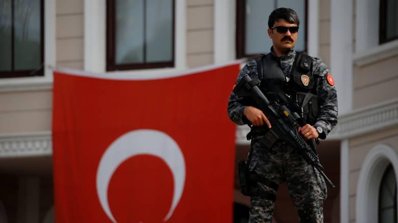 Τουρκία: Νέα σύλληψη συγγραφέα και ανθρωποκυνηγητό για εκατοντάδες υποστηρικτές του