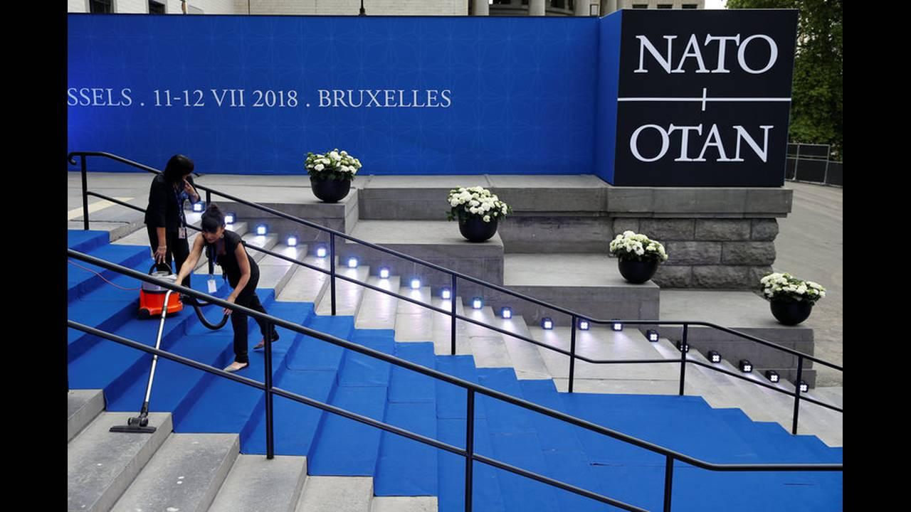 https://cdn.cnngreece.gr/media/news/2018/07/11/138301/photos/snapshot/2018-07-11T160908Z_618045922_RC1CFE9E7840_RTRMADP_3_NATO-SUMMIT.jpg