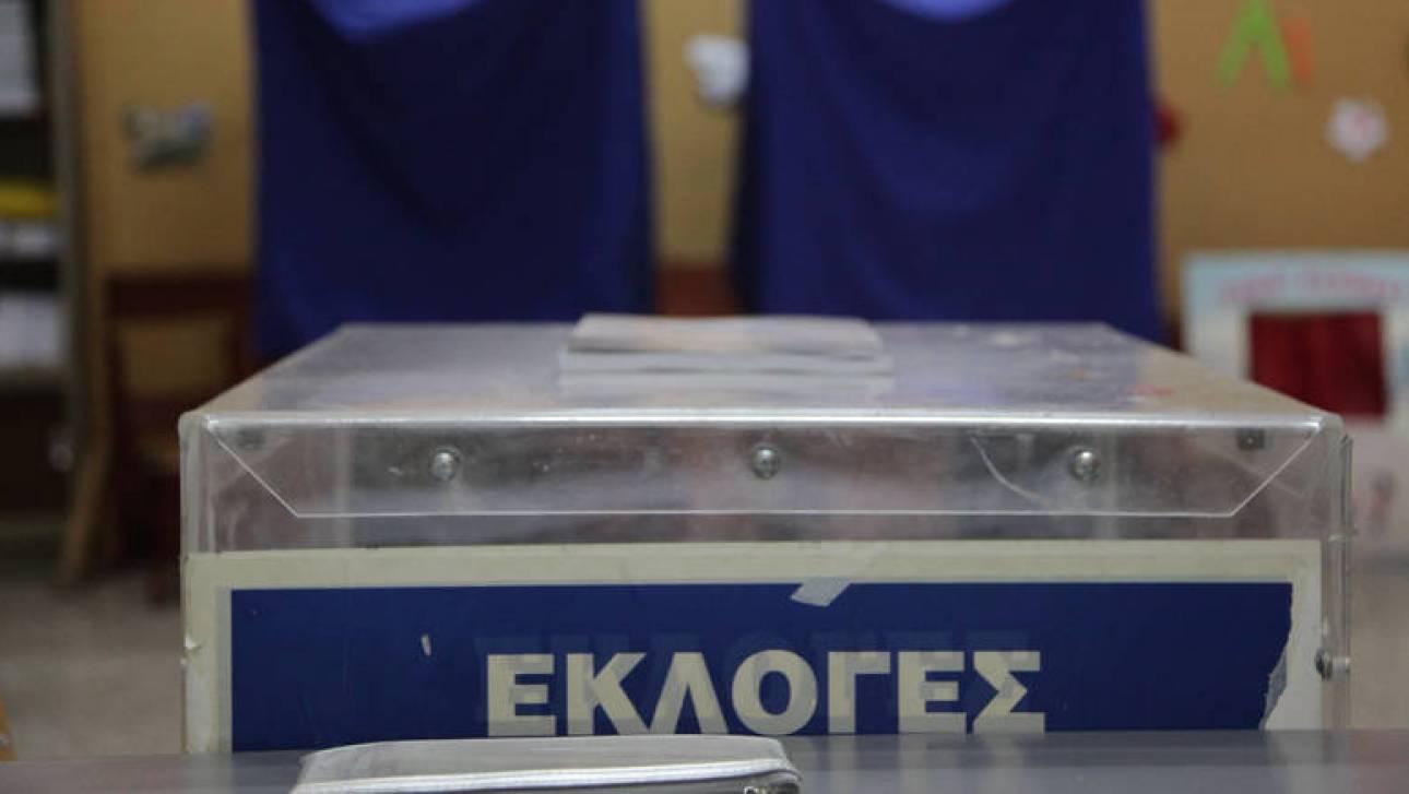«Πόλεμος» ανακοινώσεων ΣΥΡΙΖΑ-ΝΔ για τον χρόνο των δημοτικών εκλογών