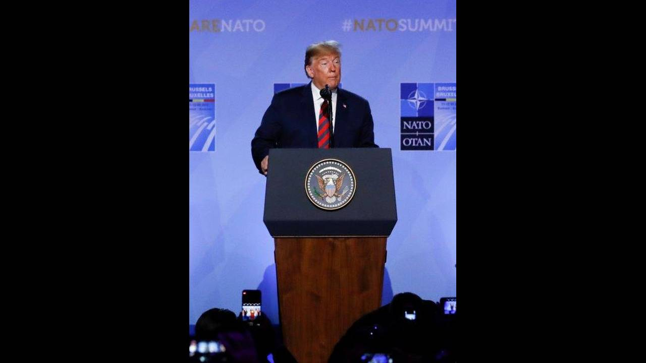 https://cdn.cnngreece.gr/media/news/2018/07/12/138391/photos/snapshot/2018-07-12T102331Z_868477548_RC1A6BD79C20_RTRMADP_3_NATO-SUMMIT.jpg