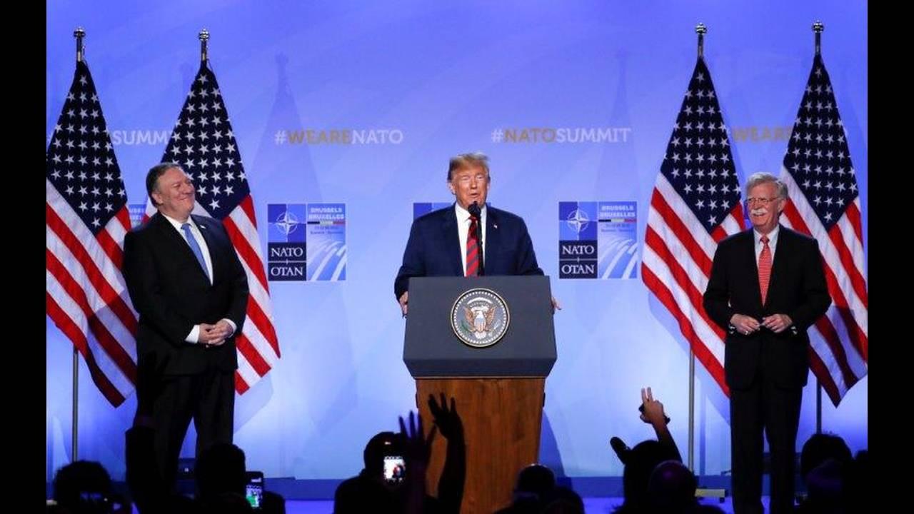 https://cdn.cnngreece.gr/media/news/2018/07/12/138391/photos/snapshot/2018-07-12T102745Z_55271164_RC18F7D5E190_RTRMADP_3_NATO-SUMMIT.jpg
