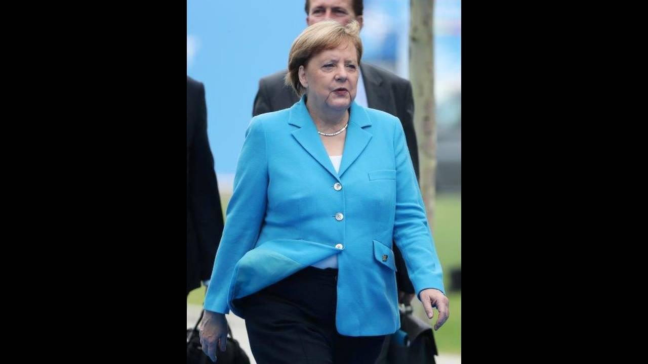 https://cdn.cnngreece.gr/media/news/2018/07/12/138397/photos/snapshot/2018-07-12T071602Z_524111262_RC13F3E21BF0_RTRMADP_3_NATO-SUMMIT.jpg