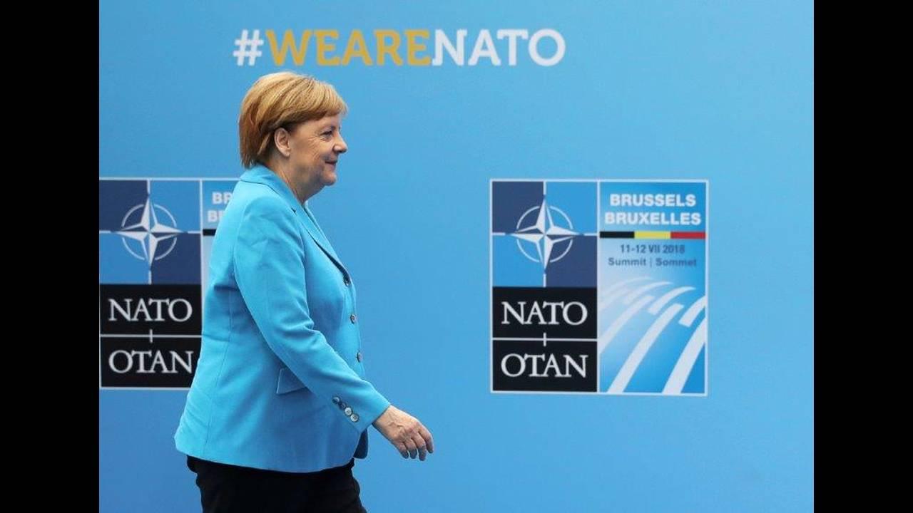 https://cdn.cnngreece.gr/media/news/2018/07/12/138397/photos/snapshot/2018-07-12T082652Z_1984418023_RC1BD9926C50_RTRMADP_3_NATO-SUMMIT.jpg