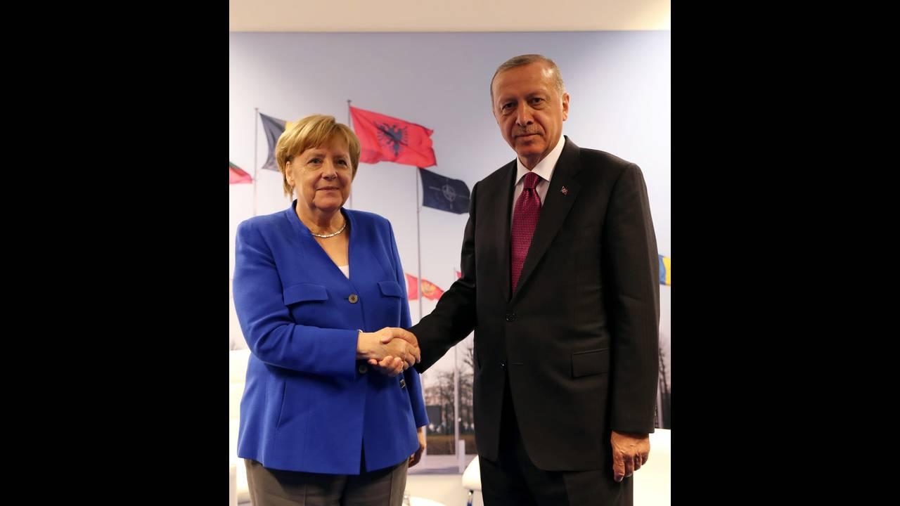 https://cdn.cnngreece.gr/media/news/2018/07/12/138450/photos/snapshot/2018-07-11T160218Z_1186009464_RC1EEC21F480_RTRMADP_3_NATO-SUMMIT.jpg