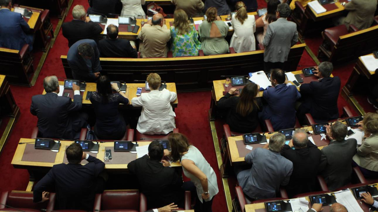 «Πέρασε» με 241 ψήφους η κατάτμηση της Β'  Αθηνών και της Περιφέρειας Αττικής