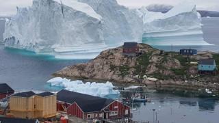 Πελώριο παγόβουνο εγείρει φόβους για τσουνάμι στη Γροιλανδία