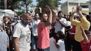 Υπεράριθμοι οι πρόσφυγες και μετανάστες στις δομές φιλοξενίας των Ενόπλων Δυνάμεων