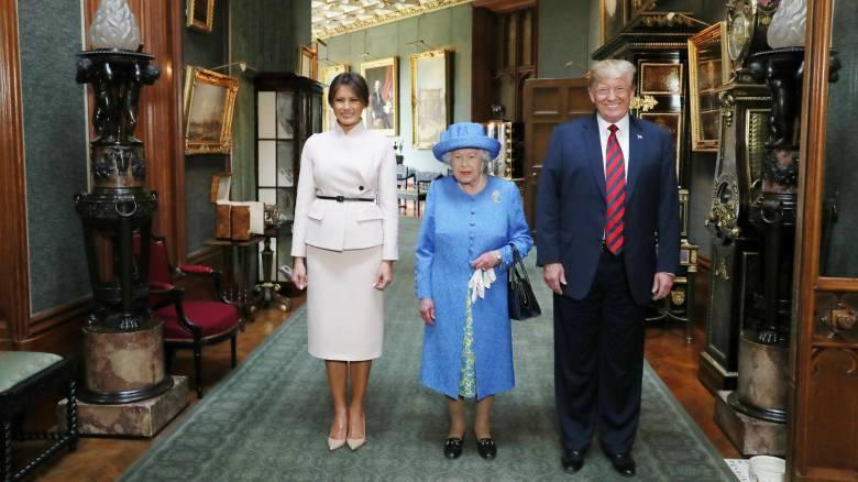 Η βασίλισσα Ελισάβετ υποδέχτηκε τους Ντόναλτ και Μελάνια Τραμπ στον Πύργο του Ουίνδσορ