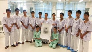 Ταϊλάνδη: Οι διασωθέντες θρηνούν για τον δύτη που πέθανε προσπαθώντας να τους σώσει