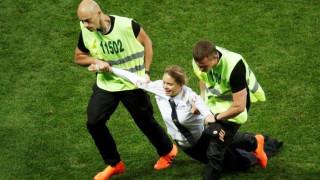 Παγκόσμιο Κύπελλο Ποδοσφαίρου 2018: Εισβολή φιλάθλων στον τελικό
