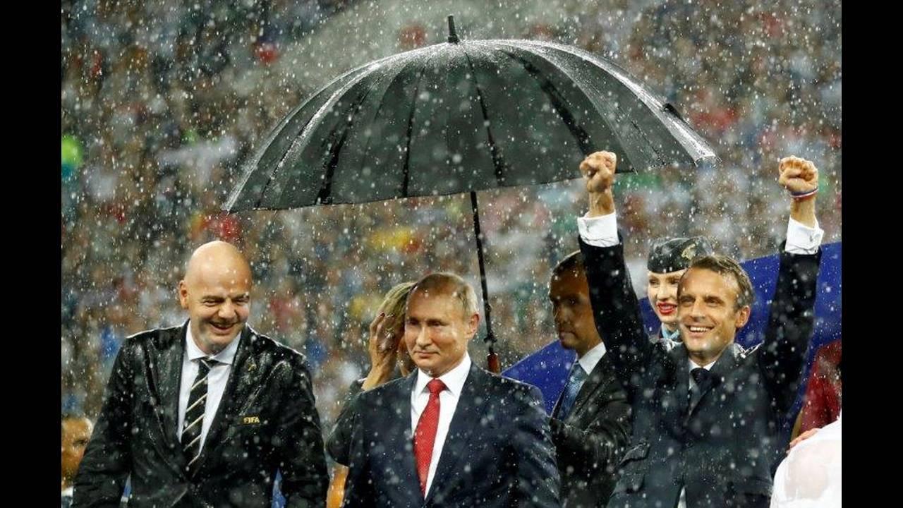 https://cdn.cnngreece.gr/media/news/2018/07/15/138834/photos/snapshot/2018-07-15T184012Z_1431156169_RC1BE45915A0_RTRMADP_3_SOCCER-WORLDCUP-FINAL.jpg