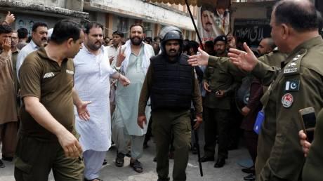 Τους 149 έφτασαν οι νεκροί της επίθεσης βομβιστή - καμικάζι σε προεκλογική συγκέντρωση στο Πακιστάν