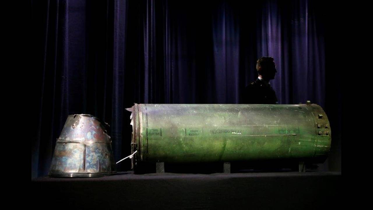 https://cdn.cnngreece.gr/media/news/2018/07/16/138849/photos/snapshot/2018-05-24T094010Z_1374616812_RC132BE8BAA0_RTRMADP_3_UKRAINE-CRISIS-MH17.jpg