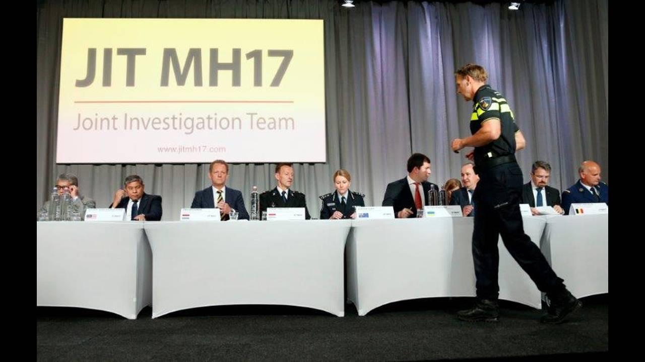 https://cdn.cnngreece.gr/media/news/2018/07/16/138849/photos/snapshot/2018-05-24T100659Z_1165093985_RC1EF26764A0_RTRMADP_3_UKRAINE-CRISIS-MH17.jpg