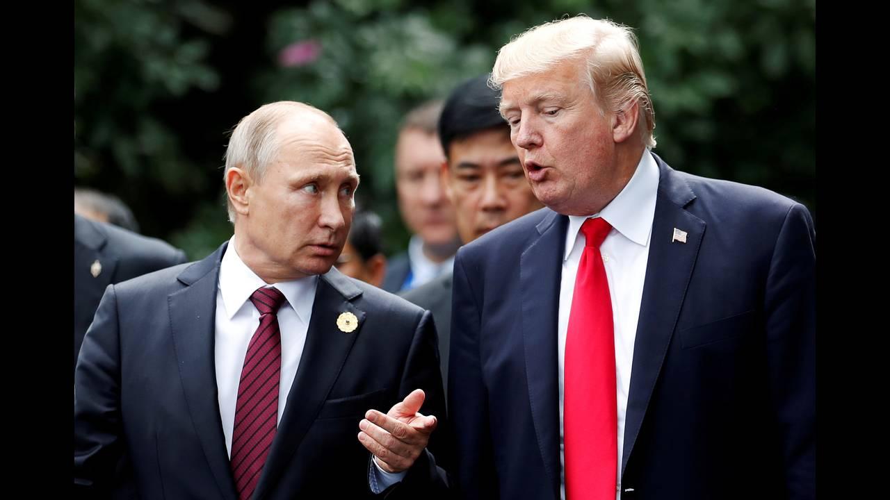 https://cdn.cnngreece.gr/media/news/2018/07/16/138851/photos/snapshot/2018-07-15T163510Z_862813372_RC16B26B0950_RTRMADP_3_USA-TRUMP-RUSSIA.JPG