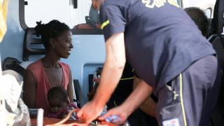 Αίσιο τέλος στην περιπέτεια των 450 μεταναστών: Αποβιβάστηκαν στην Ιταλία