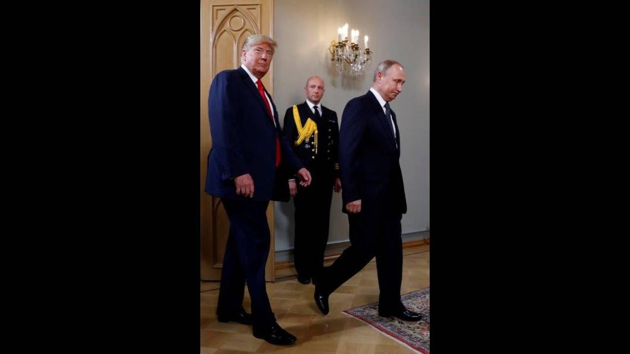 https://cdn.cnngreece.gr/media/news/2018/07/16/138900/photos/snapshot/2018-07-16T111137Z_895525268_RC1C9A411A00_RTRMADP_3_USA-RUSSIA-SUMMIT.jpg