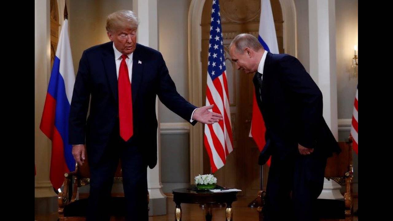 https://cdn.cnngreece.gr/media/news/2018/07/16/138900/photos/snapshot/2018-07-16T111202Z_2052451452_RC122F436CF0_RTRMADP_3_USA-RUSSIA-SUMMIT.jpg