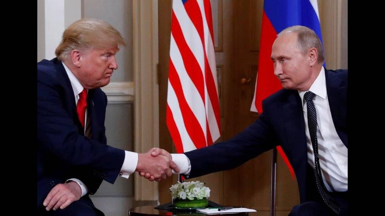 https://cdn.cnngreece.gr/media/news/2018/07/16/138900/photos/snapshot/2018-07-16T112111Z_509896476_RC1BEB2E3340_RTRMADP_3_USA-RUSSIA-SUMMIT.jpg