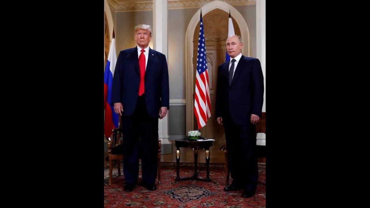 https://cdn.cnngreece.gr/media/news/2018/07/16/138900/photos/snapshot/2018-07-16T112349Z_1561748552_RC1BB5B5A6E0_RTRMADP_3_USA-RUSSIA-SUMMIT.jpg