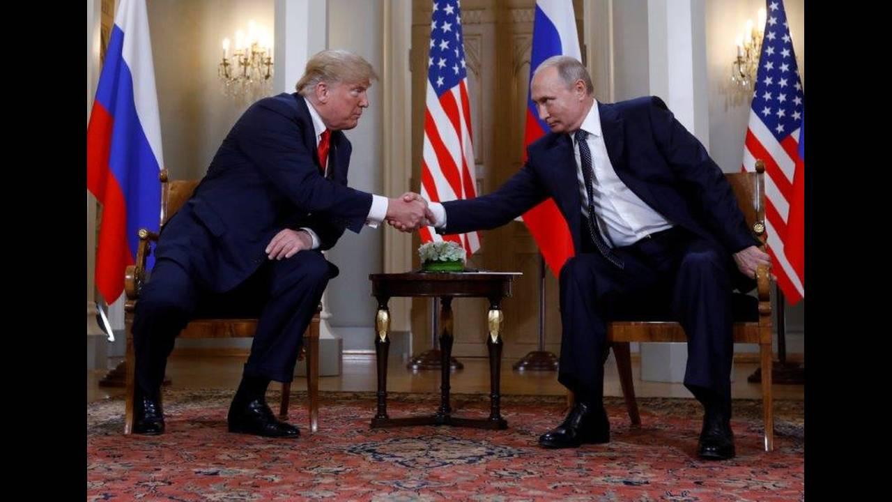 https://cdn.cnngreece.gr/media/news/2018/07/16/138900/photos/snapshot/2018-07-16T112635Z_2056545016_RC1EC6700600_RTRMADP_3_USA-RUSSIA-SUMMIT.jpg