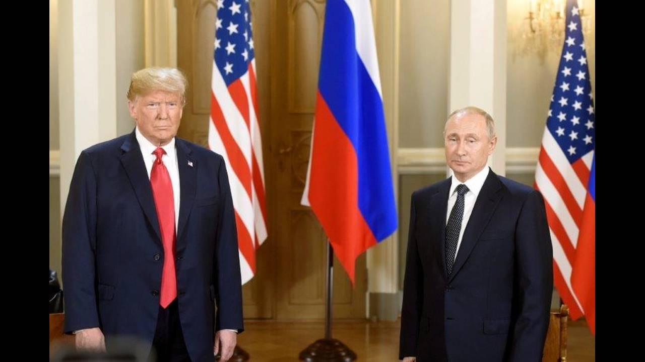 https://cdn.cnngreece.gr/media/news/2018/07/16/138900/photos/snapshot/2018-07-16T112921Z_1981499333_RC13849EAFF0_RTRMADP_3_USA-RUSSIA-SUMMIT.jpg