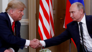 Συνάντηση Τραμπ-Πούτιν: Χειραψία τριών δευτερολέπτων
