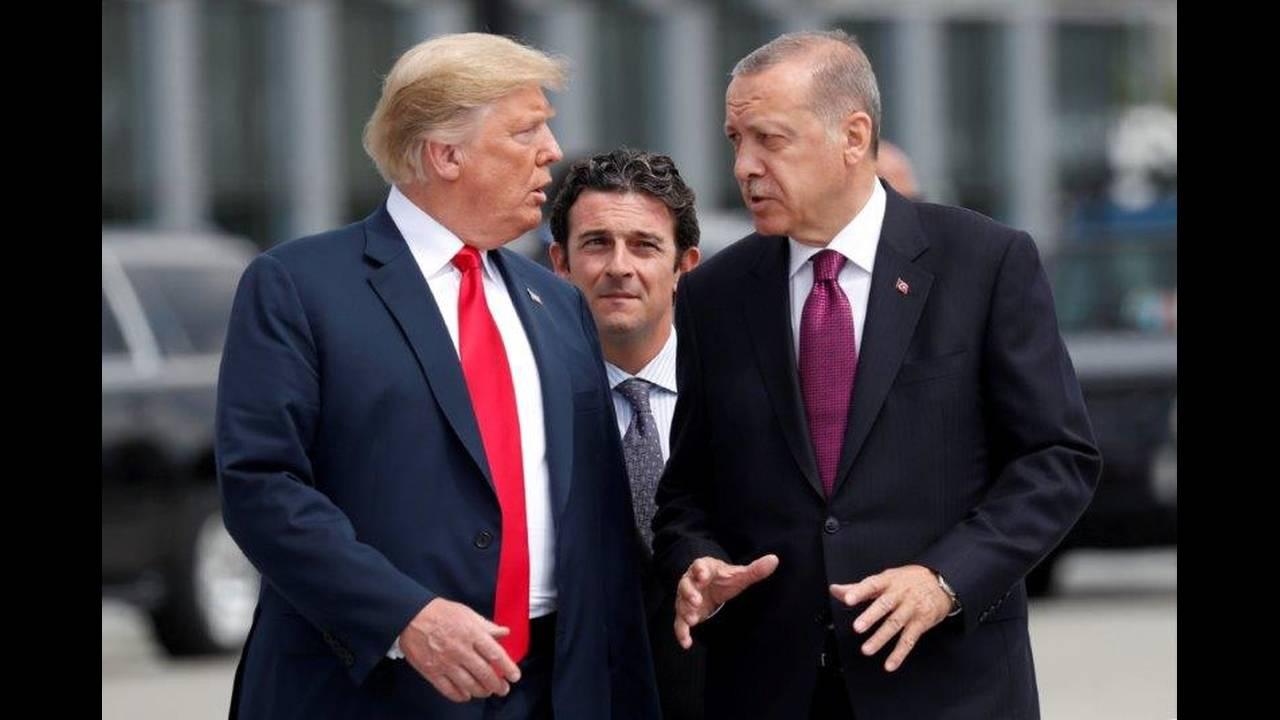 https://cdn.cnngreece.gr/media/news/2018/07/16/138901/photos/snapshot/2018-07-11T121444Z_803839366_RC1CABCC0410_RTRMADP_3_NATO-SUMMIT.jpg