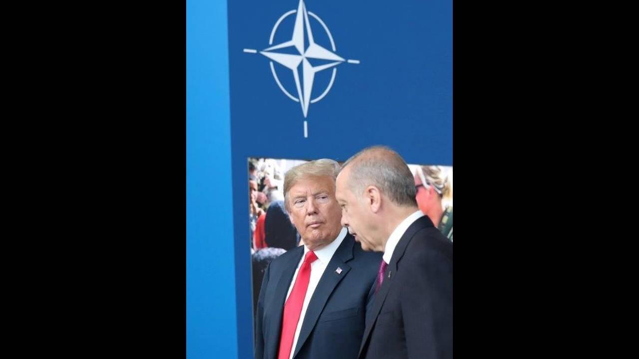 https://cdn.cnngreece.gr/media/news/2018/07/16/138901/photos/snapshot/2018-07-11T131724Z_153941339_RC1B38B59350_RTRMADP_3_NATO-SUMMIT.jpg