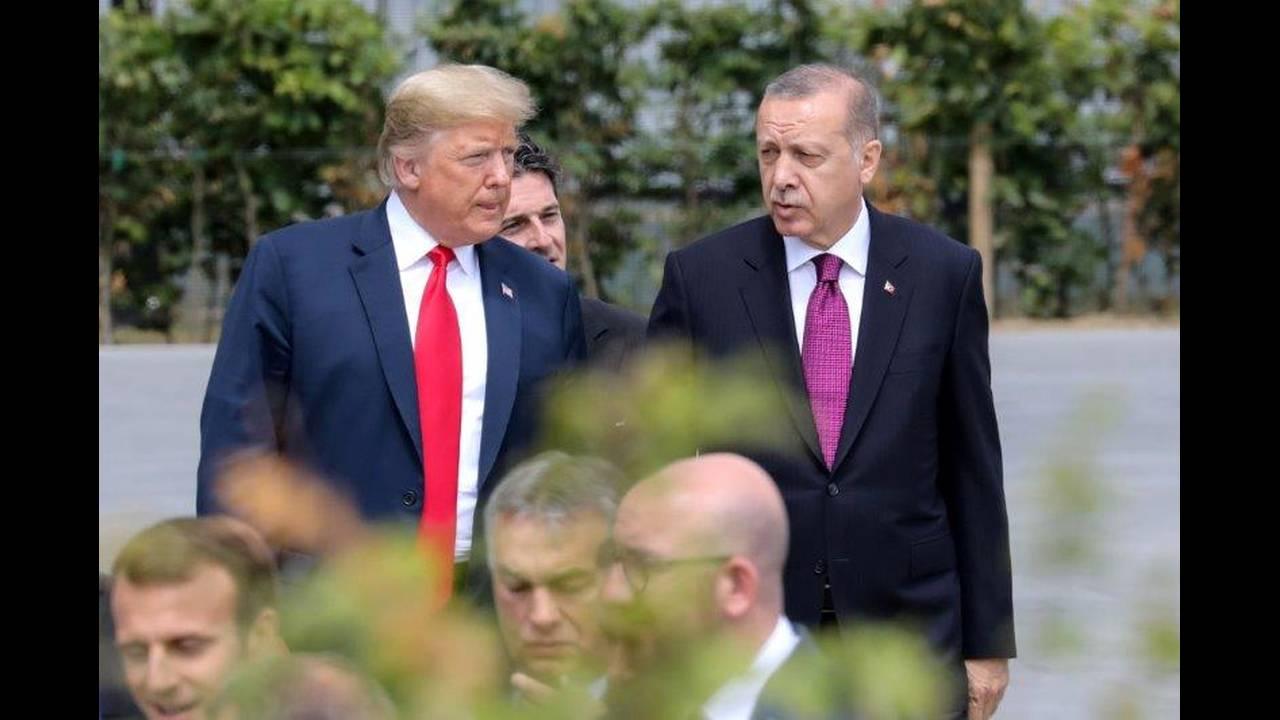 https://cdn.cnngreece.gr/media/news/2018/07/16/138901/photos/snapshot/2018-07-11T140758Z_1532252578_RC1DDA002300_RTRMADP_3_NATO-SUMMIT.jpg